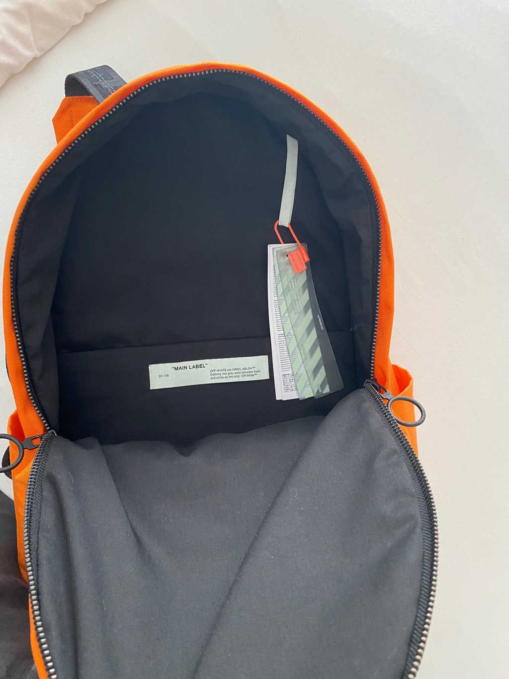 Off White BackpackOff-White4